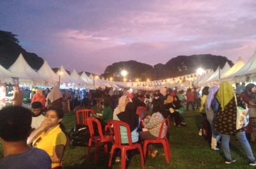 50 Tenant Ikut Meriahkan Makassar Culiner Night 2016
